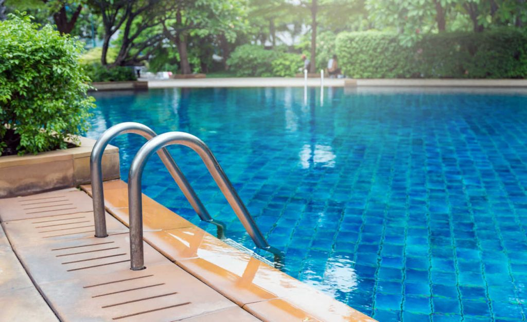 9 accesorios imprescindibles para piscinas