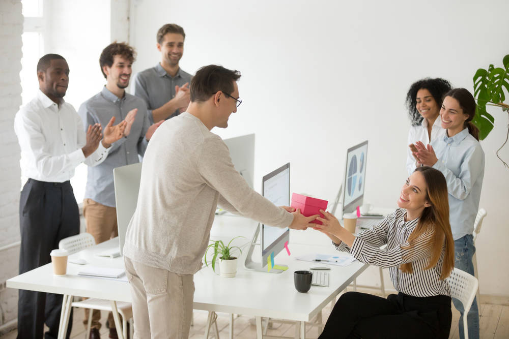 Ten un detalle con tus empleados y sorpréndelos con estos creativos regalos